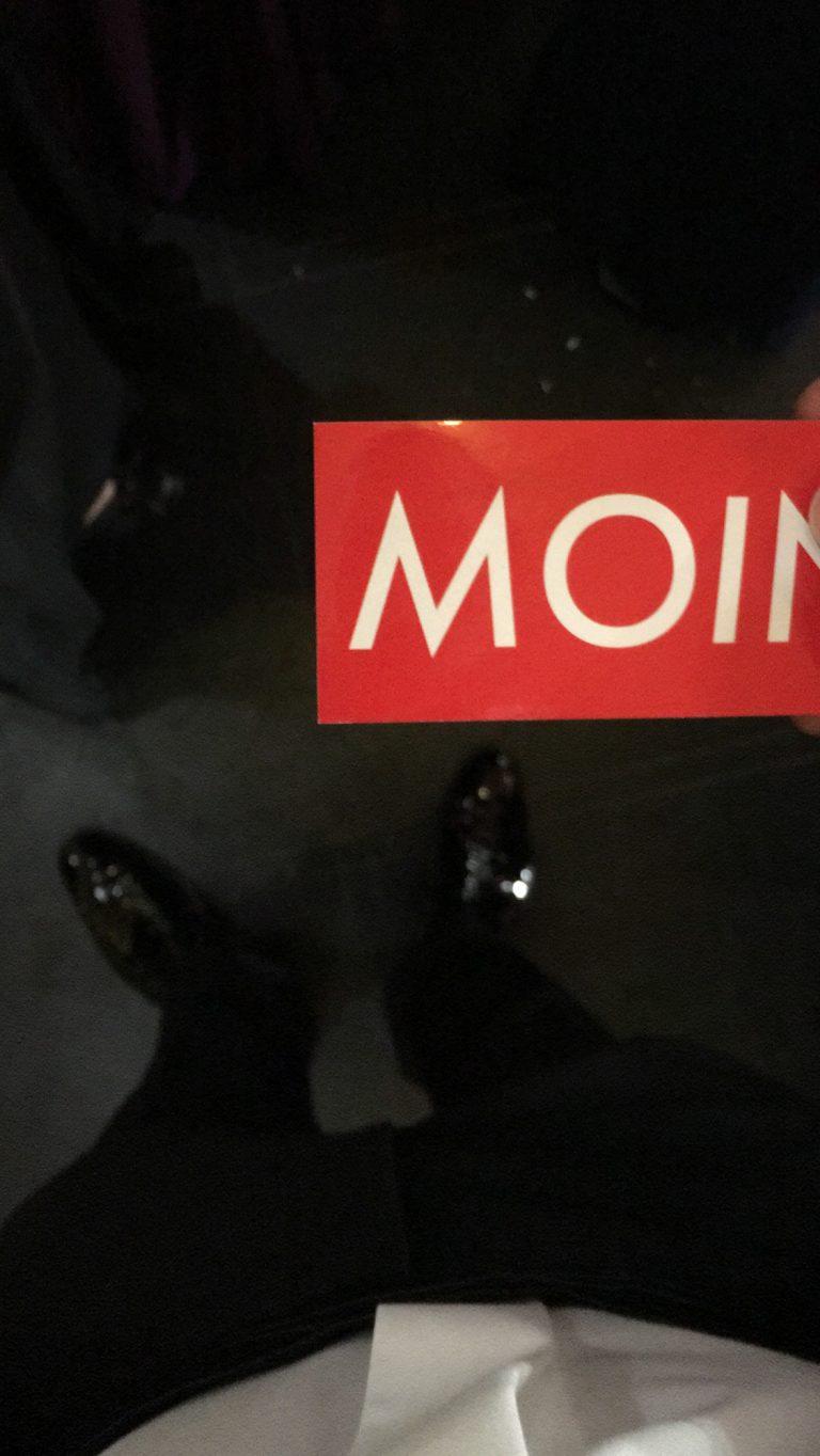 MOIN Sticker auf dem Roten Teppich in Leipzig