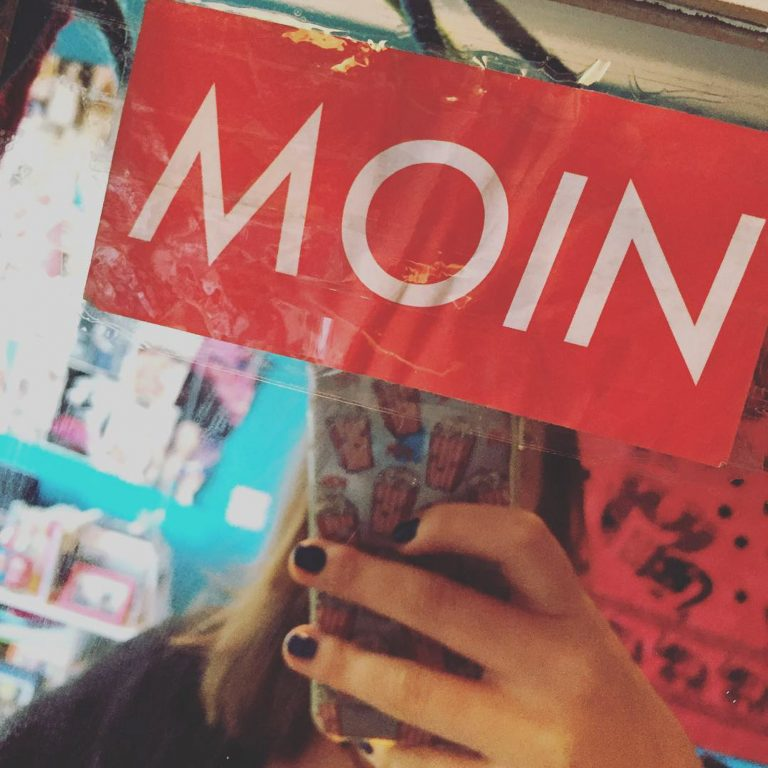 MOIN Sticker auf Spiegel