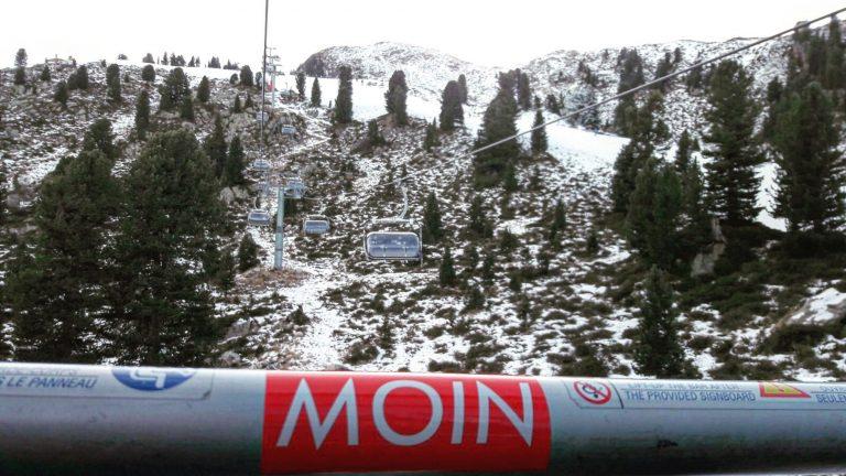 MOIN Sticker beim Skifahren