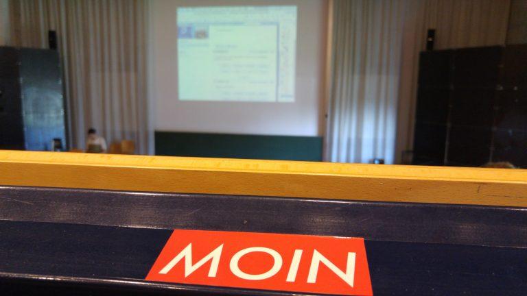 MOIN Sticker in der Vorlesung